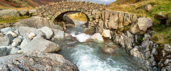 Conheça Bowder Stone e a Cachoeira High Force, na Inglaterra